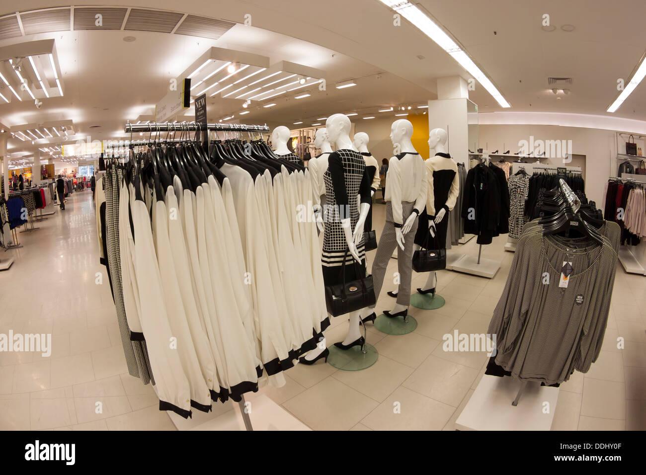 d3f2f19e18 Ladies Fashion Stock Photos & Ladies Fashion Stock Images - Alamy