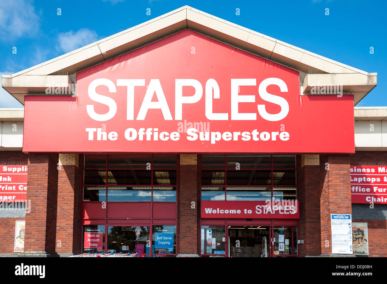 What Time Does Staples Open Today >> Staples Store Uk Stock Photo 60017093 Alamy