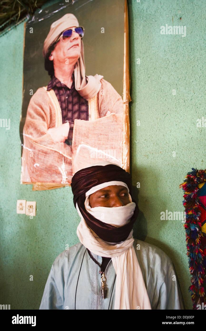 Portrait with Gaddafi. Sahara desert. Libia. - Stock Image