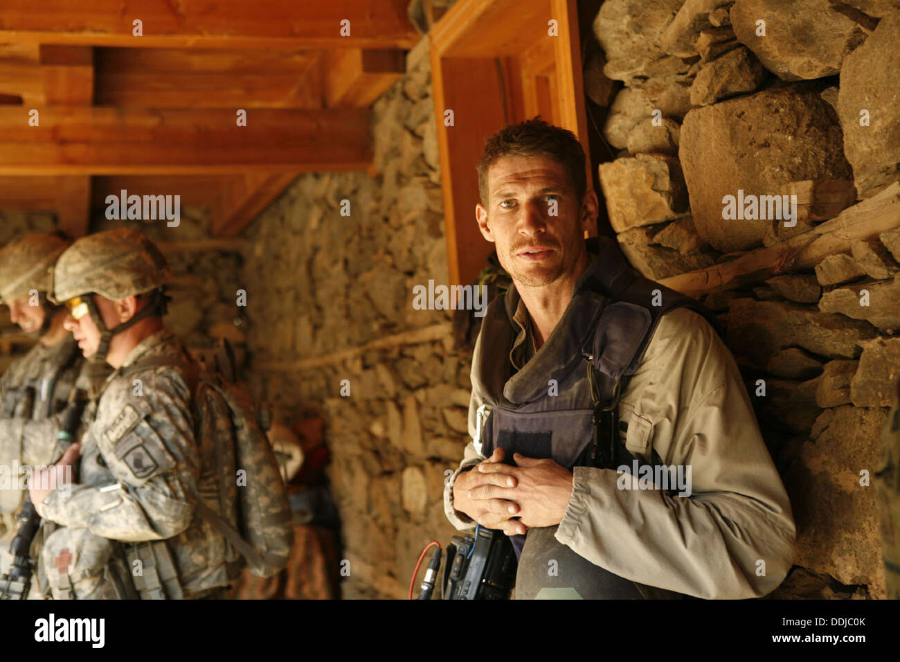 WHICH WAY IS THE FRONTLINE FROM HERE THE LIFE AND TIME OF TIM HETHERINGTON (2013) TIM HETHERINGTON SEBASTIAN JUNGER (DIR) 004 - Stock Image