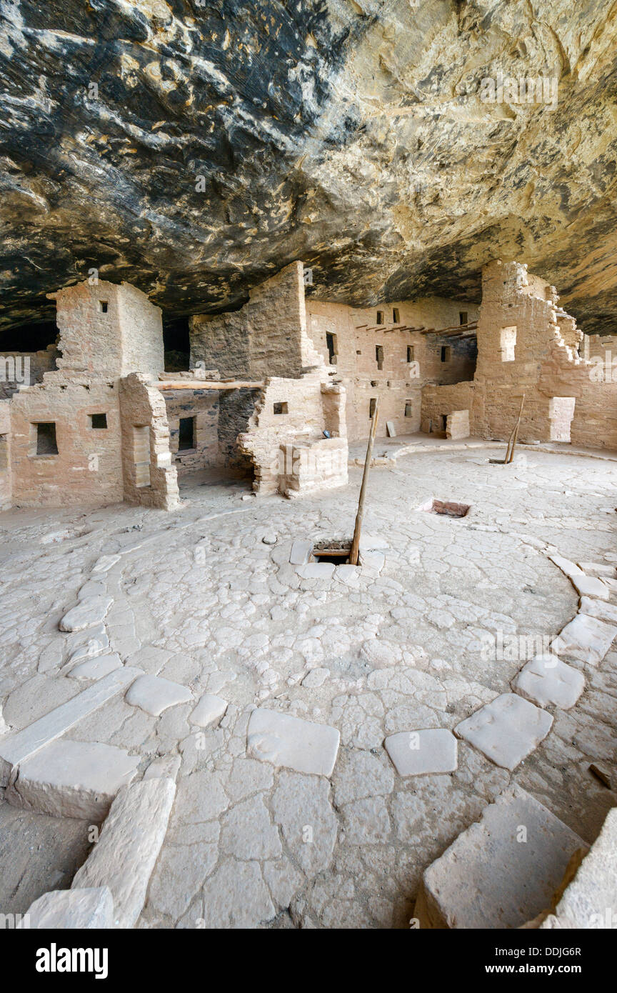 Spruce Tree House ruins, ancient Anasazi pueblo dwellings, Mesa Verde National Park, Cortez, USA - Stock Image