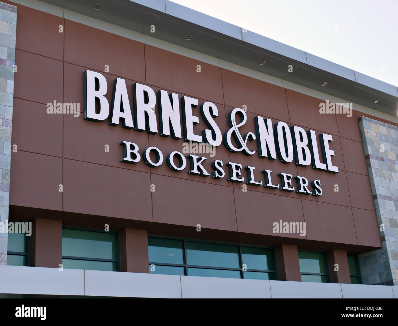 A Barnes and Nobles Book Sellers store sign in Arlington Texas. - Stock Image