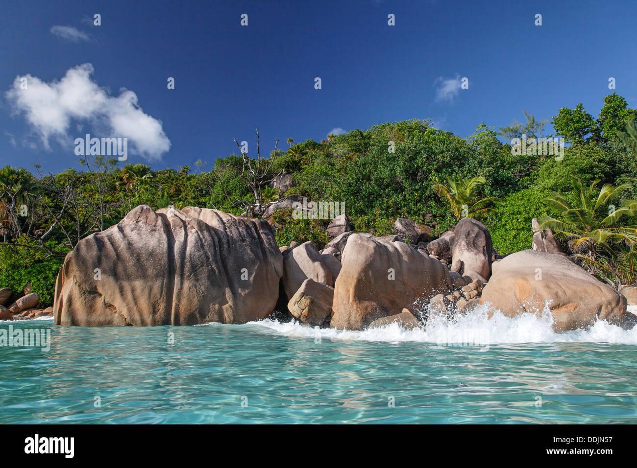 Granite boulders on the shore at Anse Lazio, Baie Sainte Anne district, Island of Praslin, Seychelles, Indian Ocean, Africa - Stock Image