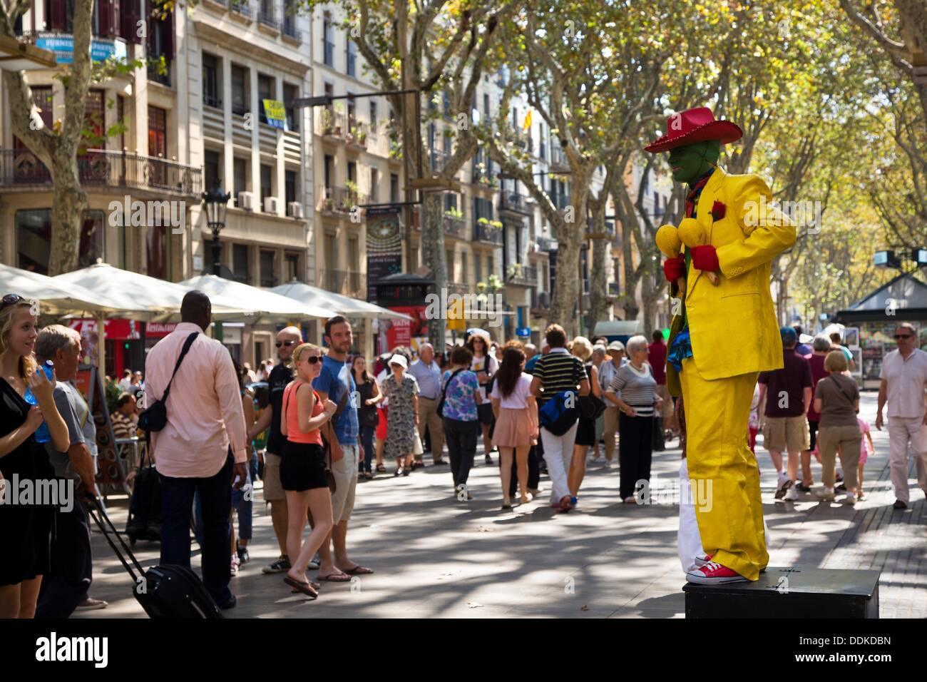 Human statue performing at las ramblas barcelona spain for Ramblas barcellona
