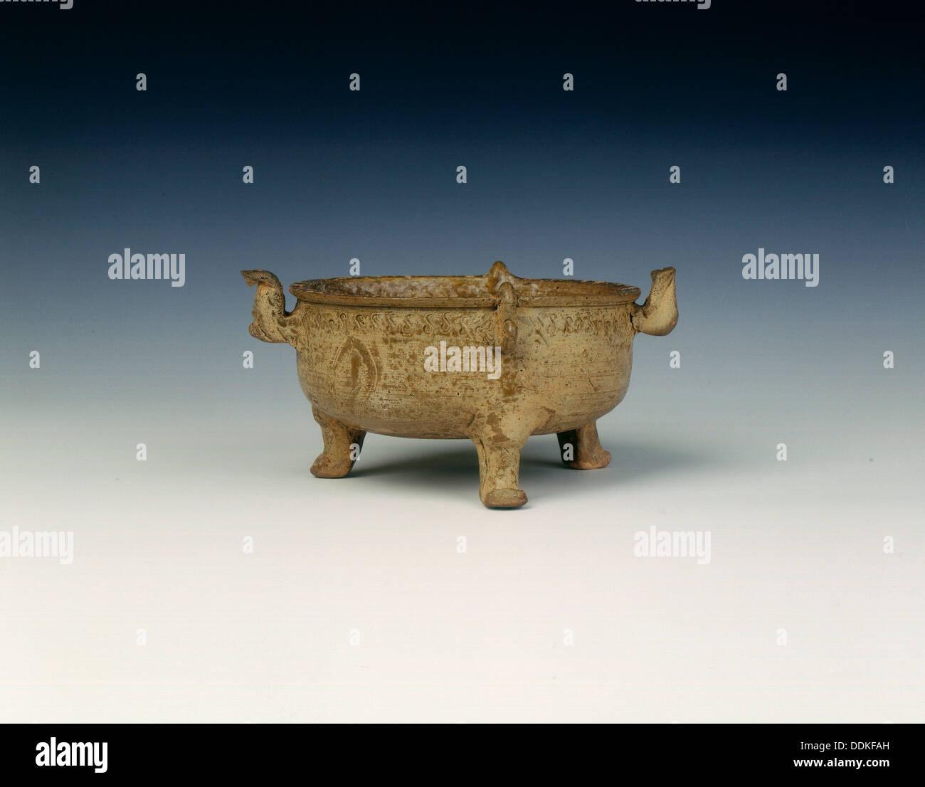 Proto-Yue tripod pot, Late Warring States, China, c3rd-2nd century BC. - Stock Image