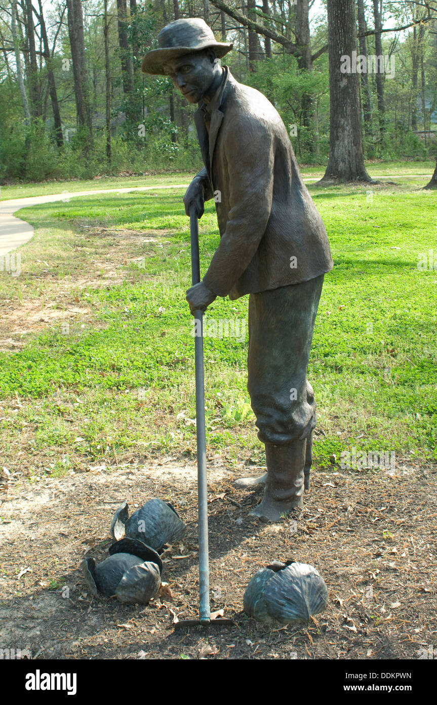 Statue of a freed slave gardening at Union Army's Contraband Camp in Corinth MS, 1862-1864. Digital photograph - Stock Image