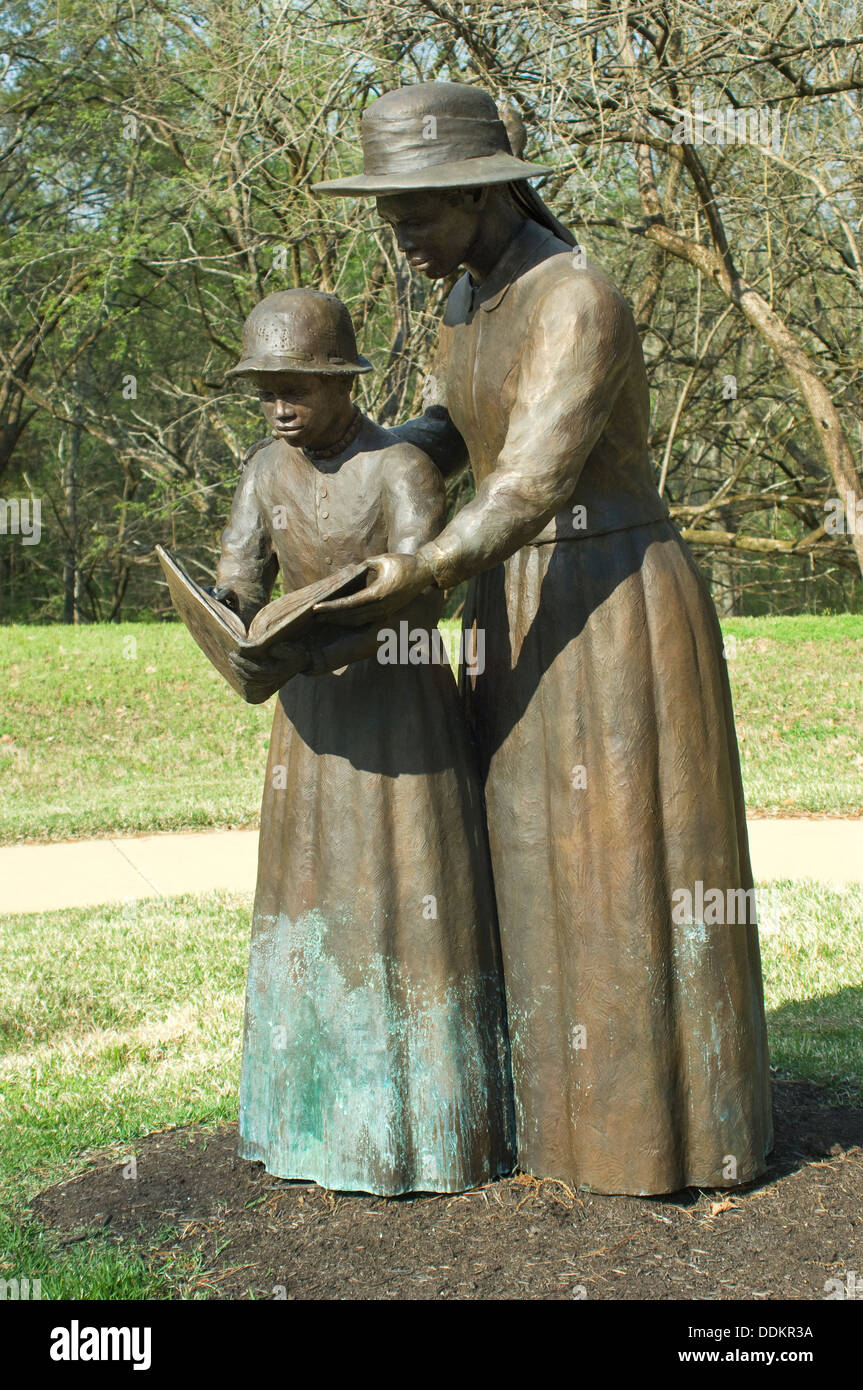 Statue of freed slave woman teaching a girl to read at Union Army's Contraband Camp in Corinth MS, 1862-1864. Digital photograph - Stock Image