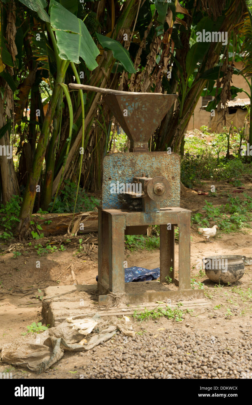 mechanical mill for grinding fruits of palm trees in Nigeria - Stock Image