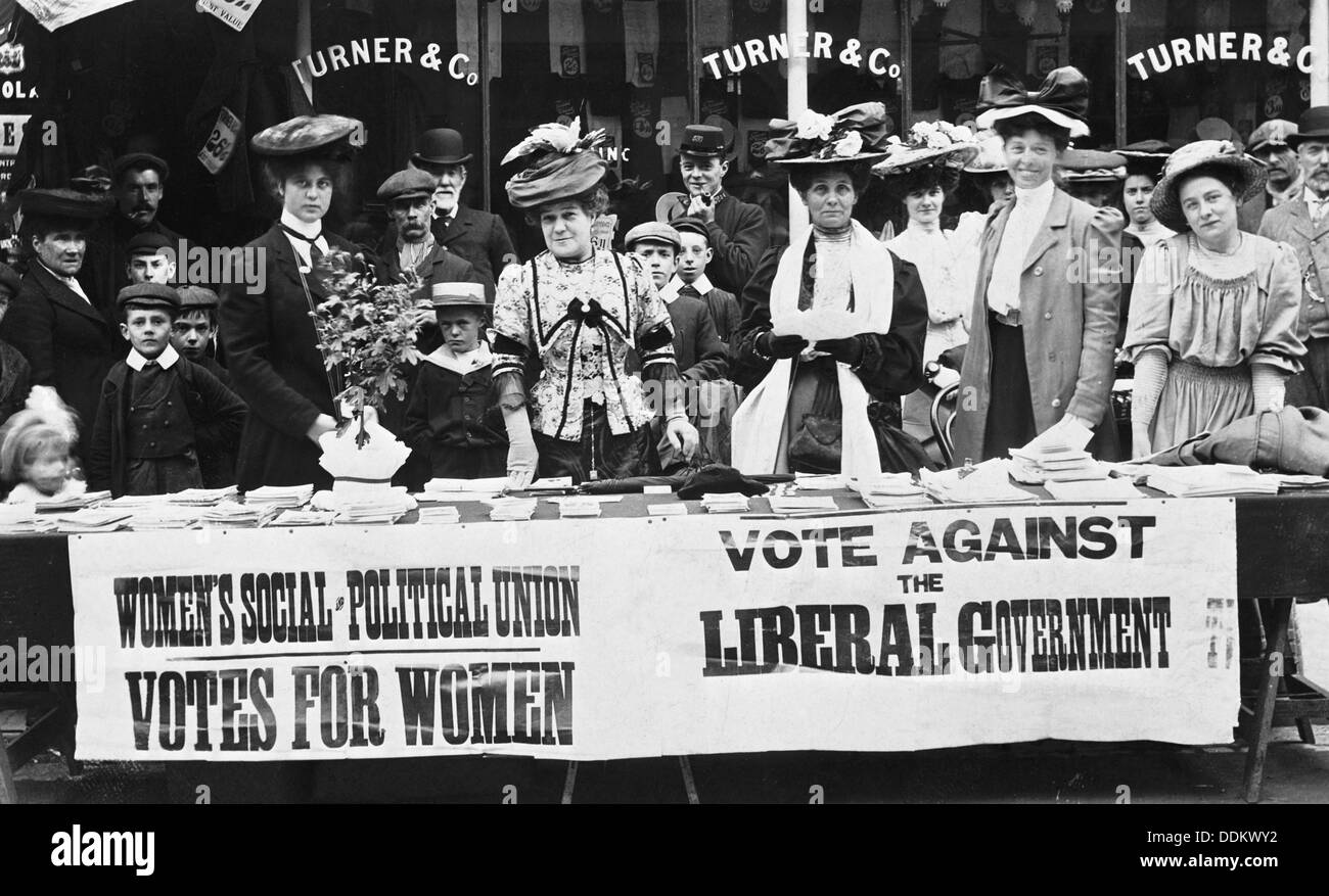 Suffragettes campaigning during a by-election, c1910. - Stock Image