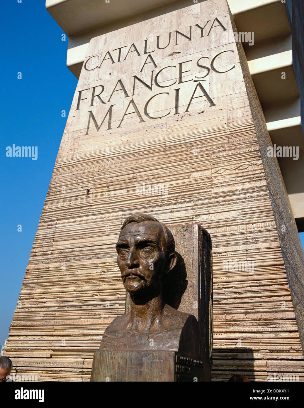 Monument to Catalan political leader Francesc Macià by sculptor Josep Maria Subirachs. Plaça de Catalunya. Barcelona, Spain - Stock Image