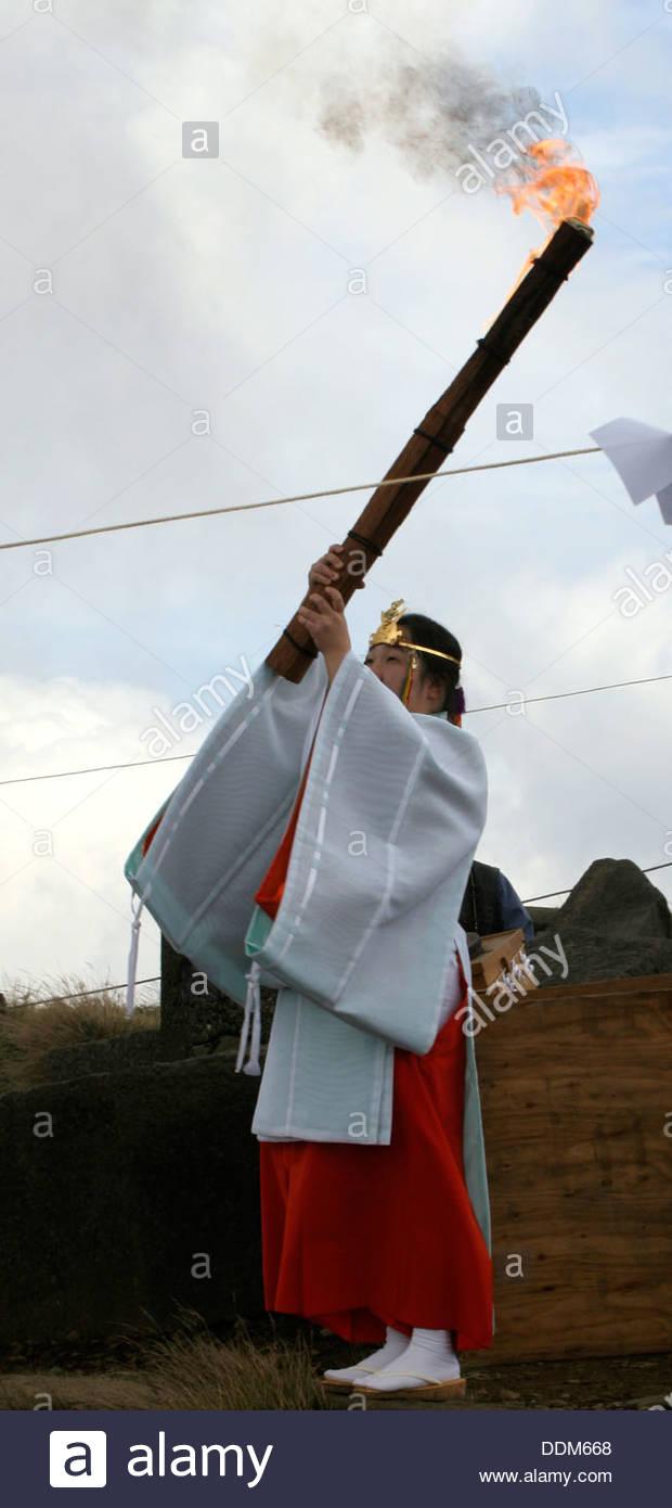 Shinto priestess, Shinto sacred fire ritual, Japan, 2000-2006. Artist: Eddie Ozaki Owen - Stock Image