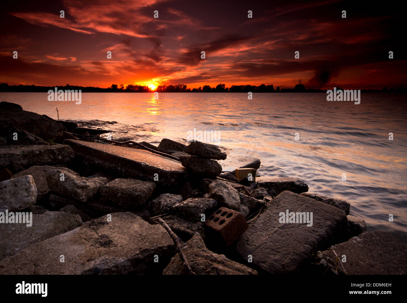 The sun setting over the Detroit River from Windsor, Ontario. - Stock Image