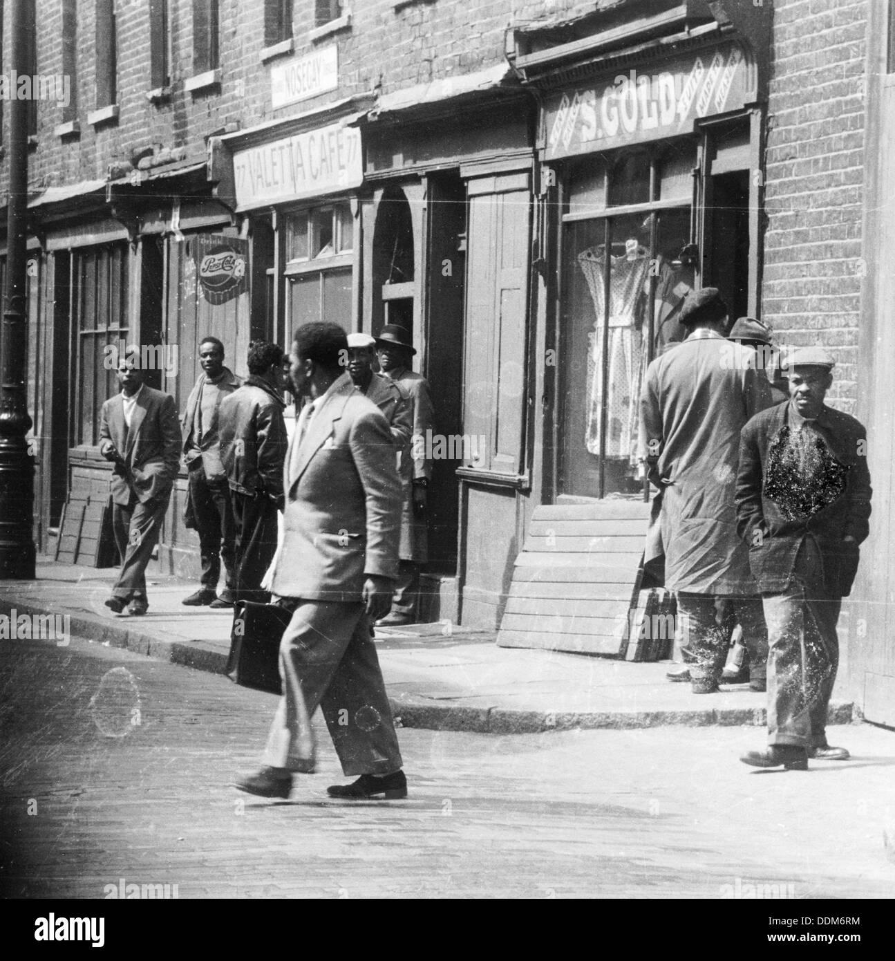Notting Hill, London, 1940s. Artist: Henry Grant - Stock Image