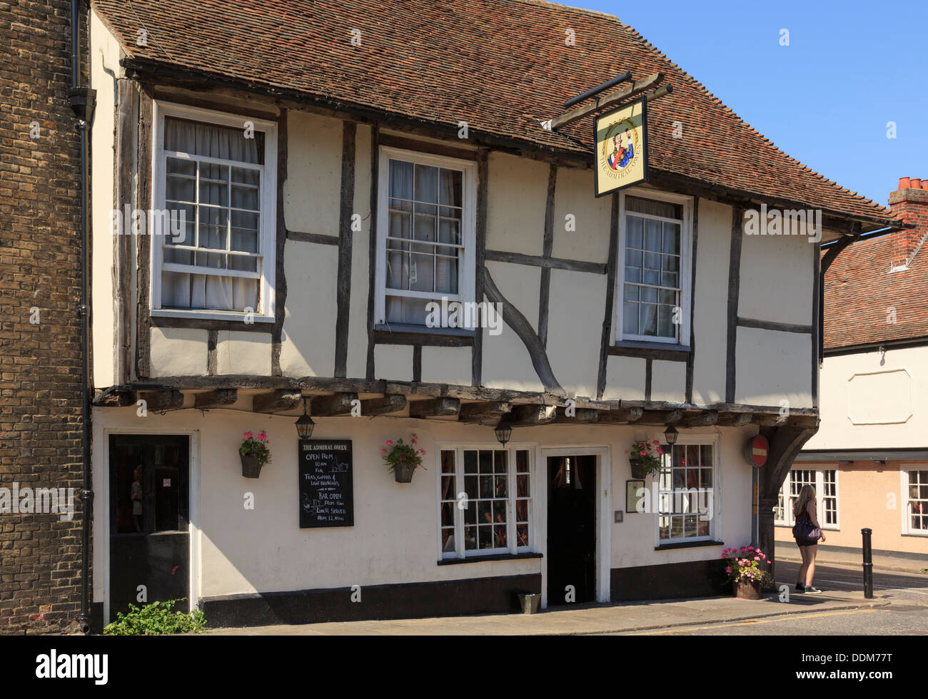 The Admiral Owen pub in 15th century timber-framed building in historic town of Sandwich, Kent, England, UK, Britain - Stock Image