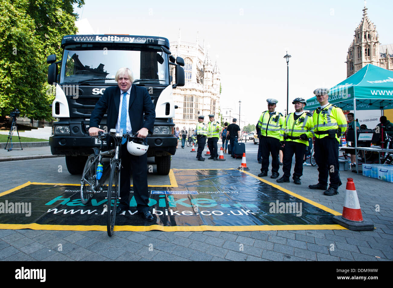 London, UK - 4 September 2013: Mayor of London Boris Johnson poses for a picture next to a Heavy Goods Vehicle (HGV) during the Metropolitan Police 'Exchanging Places' event, organised to raise awareness of the safety issues faced by lorry drivers and cyclists. Credit:  Piero Cruciatti/Alamy Live News - Stock Image