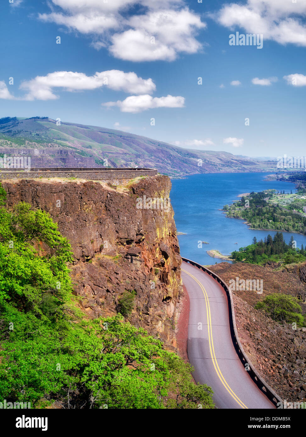 Road in Columbia River Gorge National Scenic Area, Oregon - Stock Image