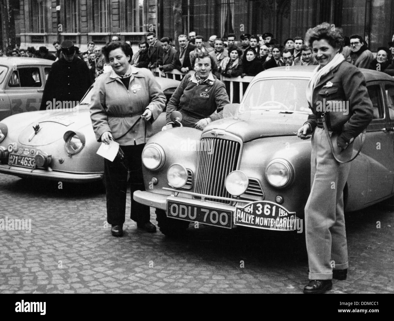 Three women with a Sunbeam Talbot, Monte Carlo Rally, 18th January 1954. Stock Photo