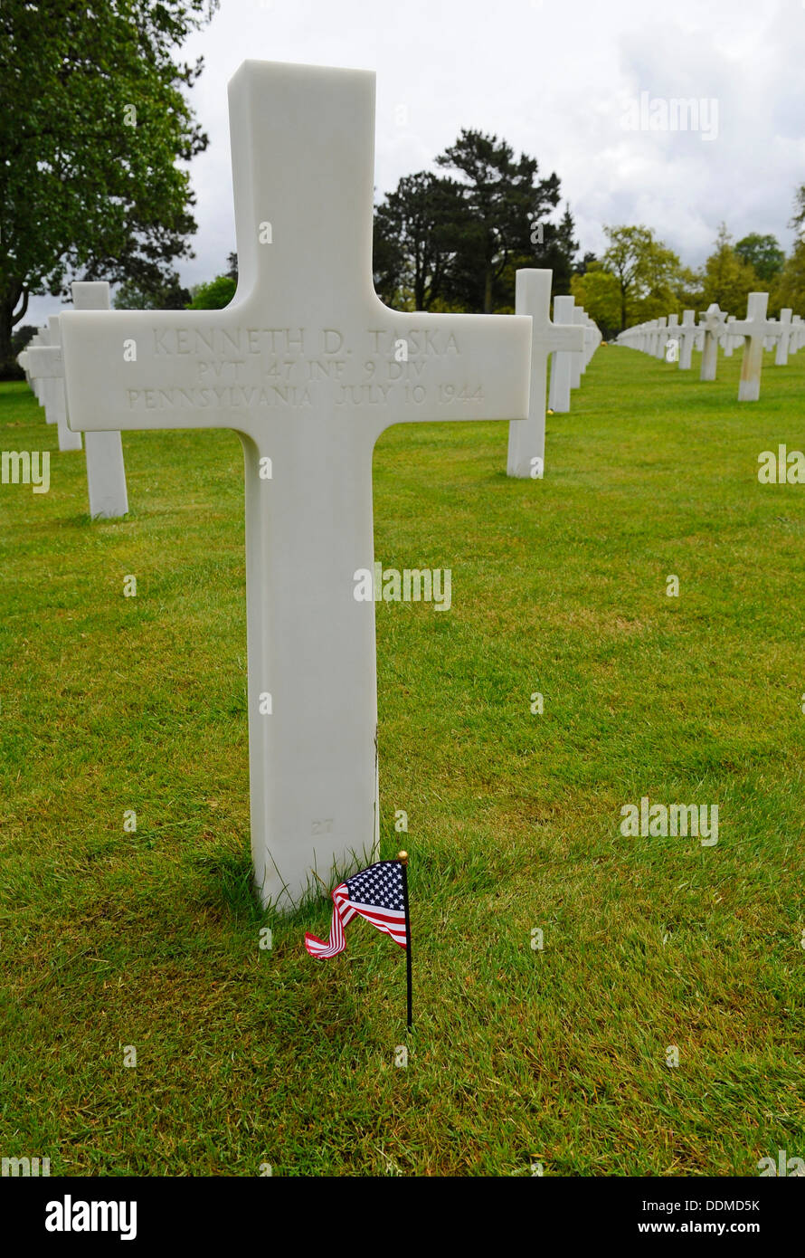 White stone crosses at the graves of American war dead at Omaha cemetery, Normandy, France Stock Photo
