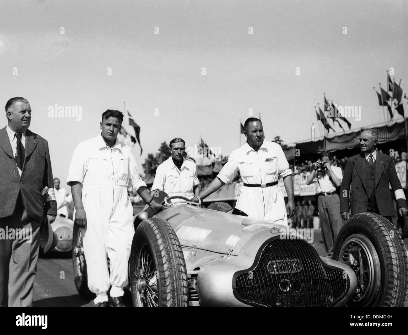 Alfred Neubauer with Mercedes car at the Start of the Italian Grand Prix, Monza, 1938. - Stock Image