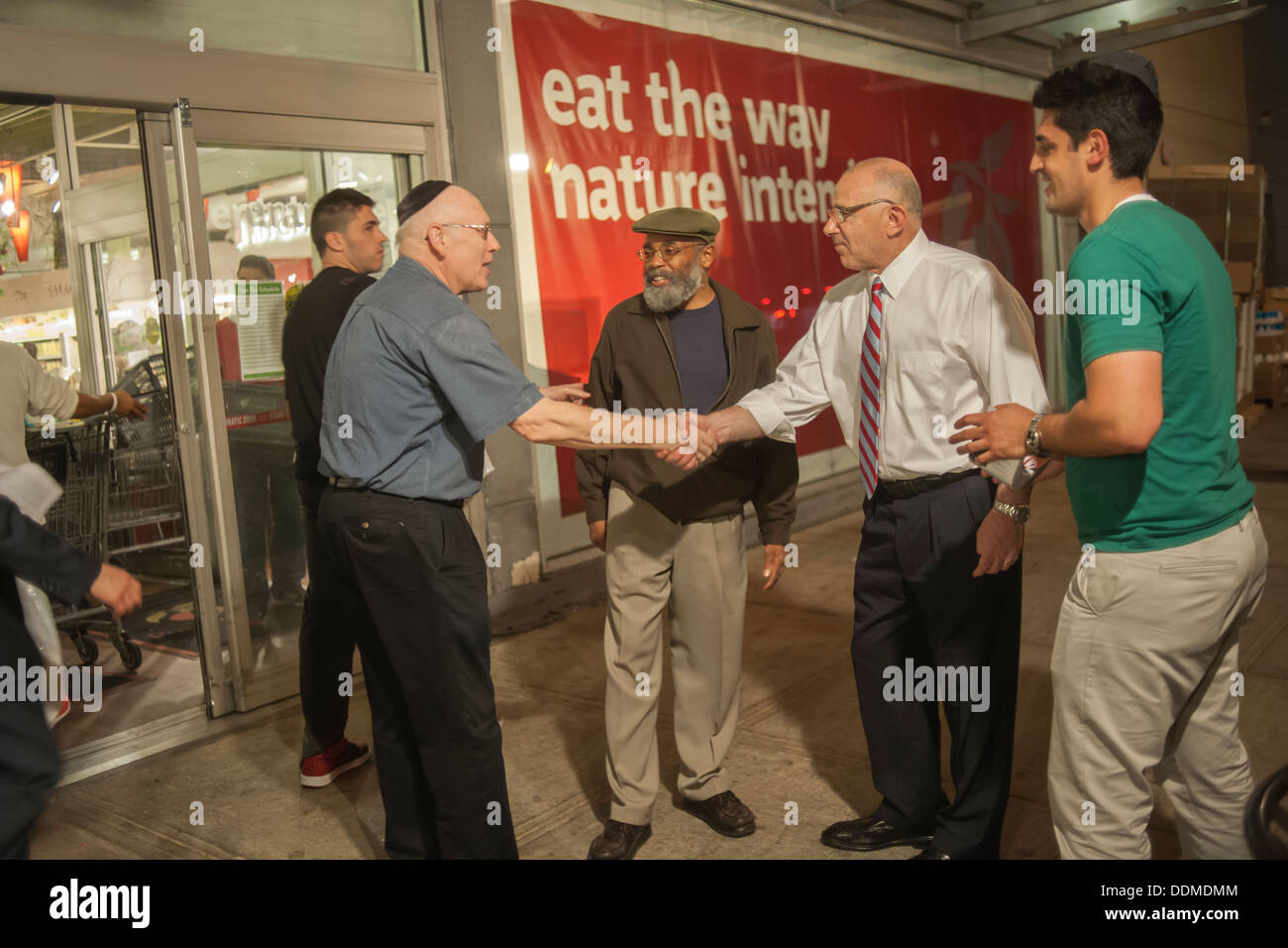 New York Mayoral candidate Sal Albanese, right in white shirt, campaigns - Stock Image