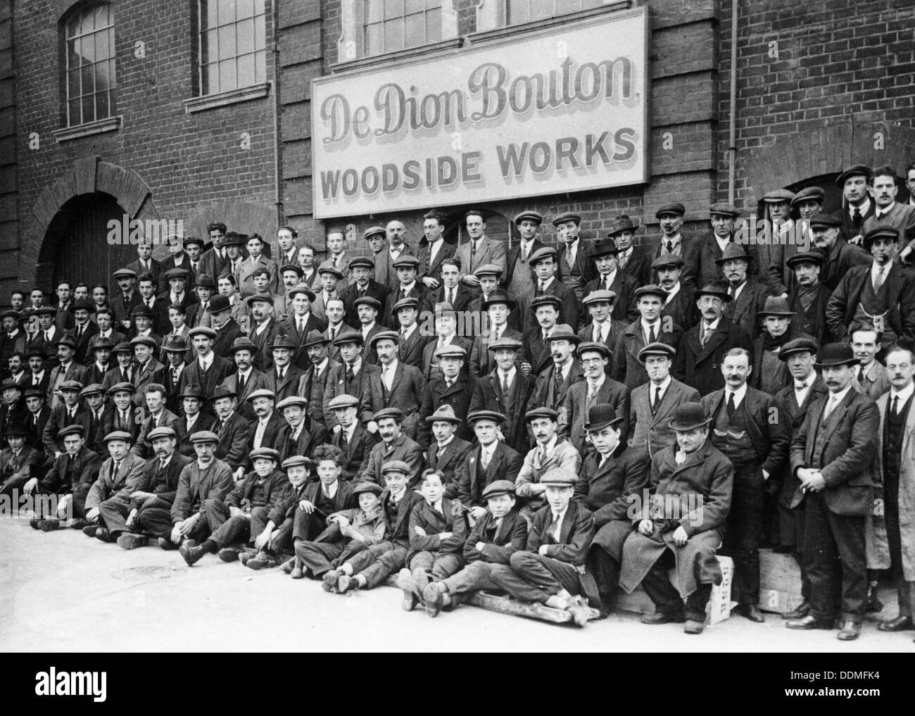 Workers outside the British De Dion Bouton works, early 1920s. - Stock Image
