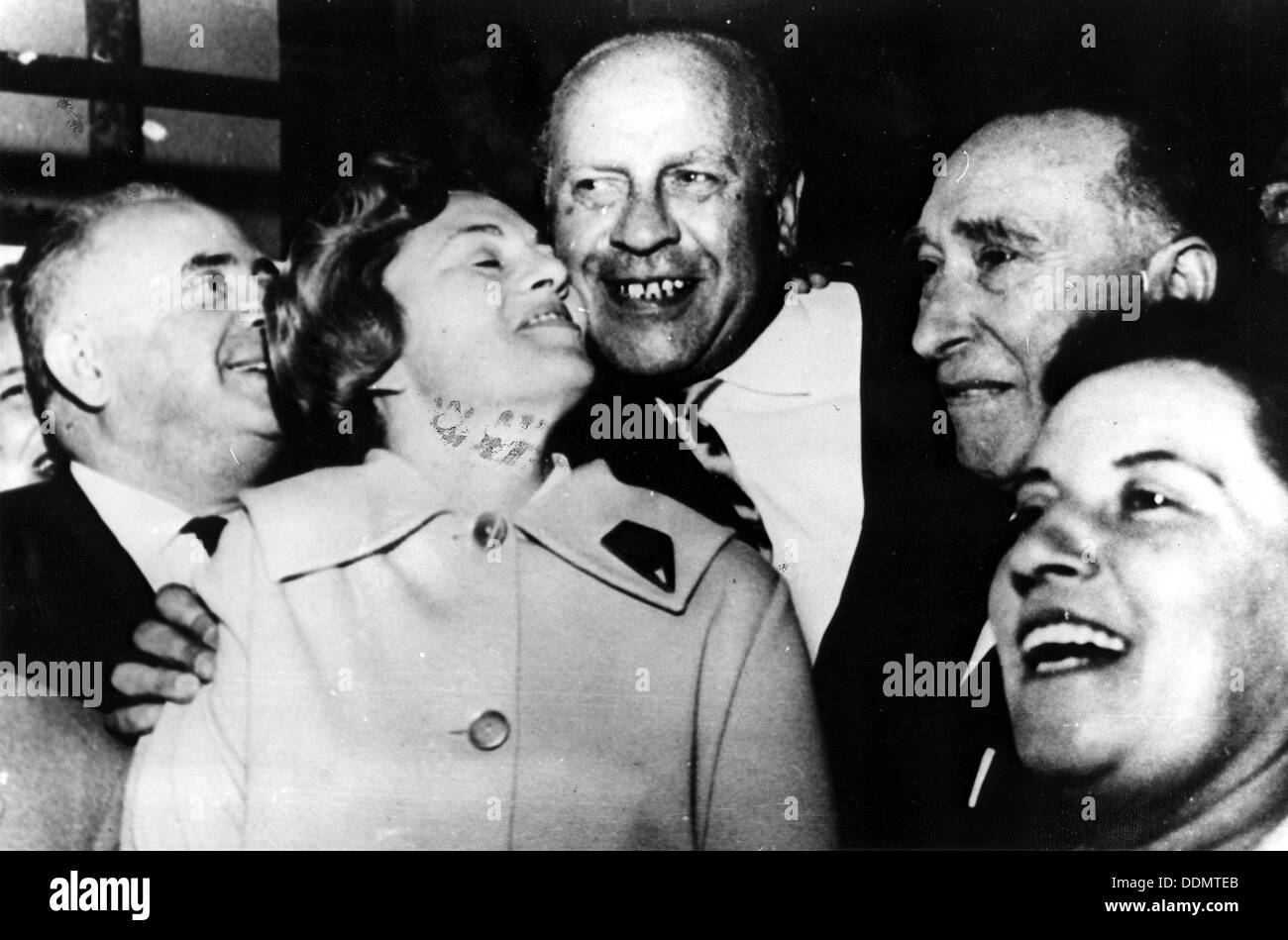 Oscar Schindler (1908-1978), German businessman, with Isaac Stern. - Stock Image