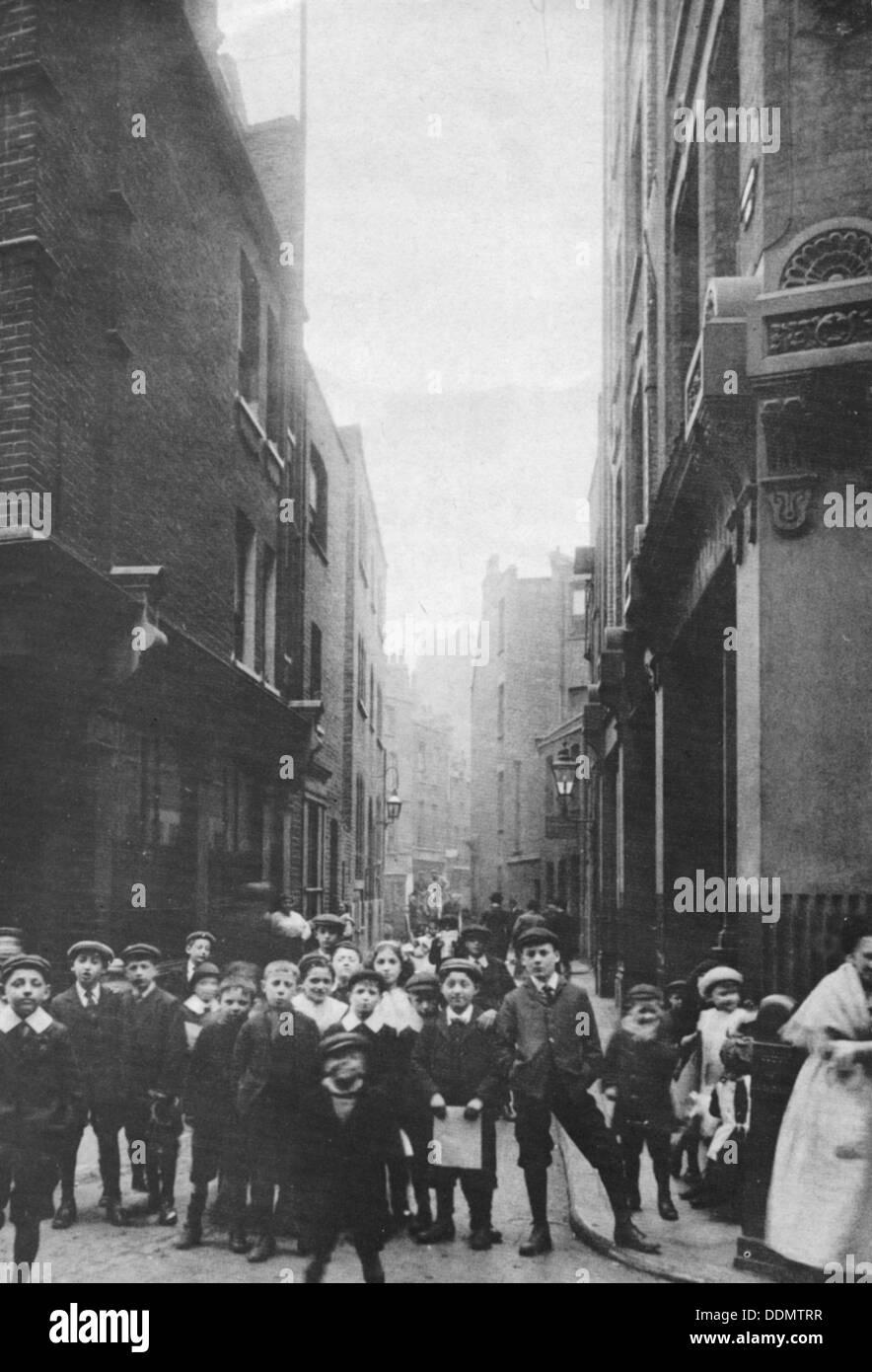 Sandys Row from Artillery Row, East End, London, 1912. - Stock Image