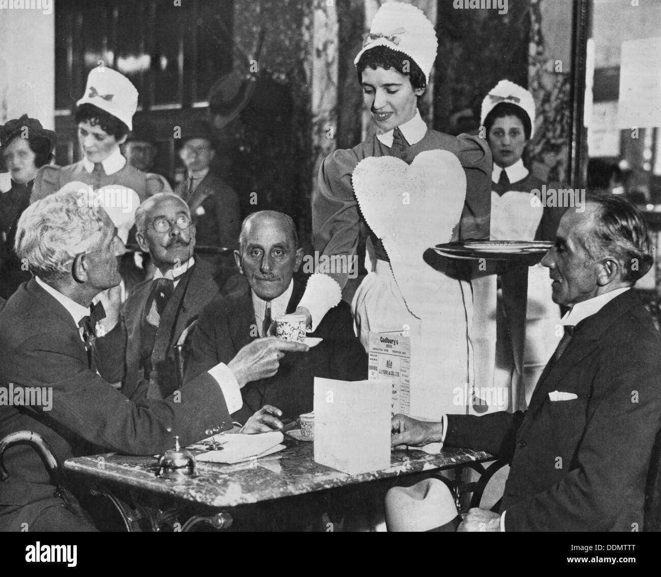 Lyons tea shop, Piccadilly, London, (early 20th century?) - Stock Image