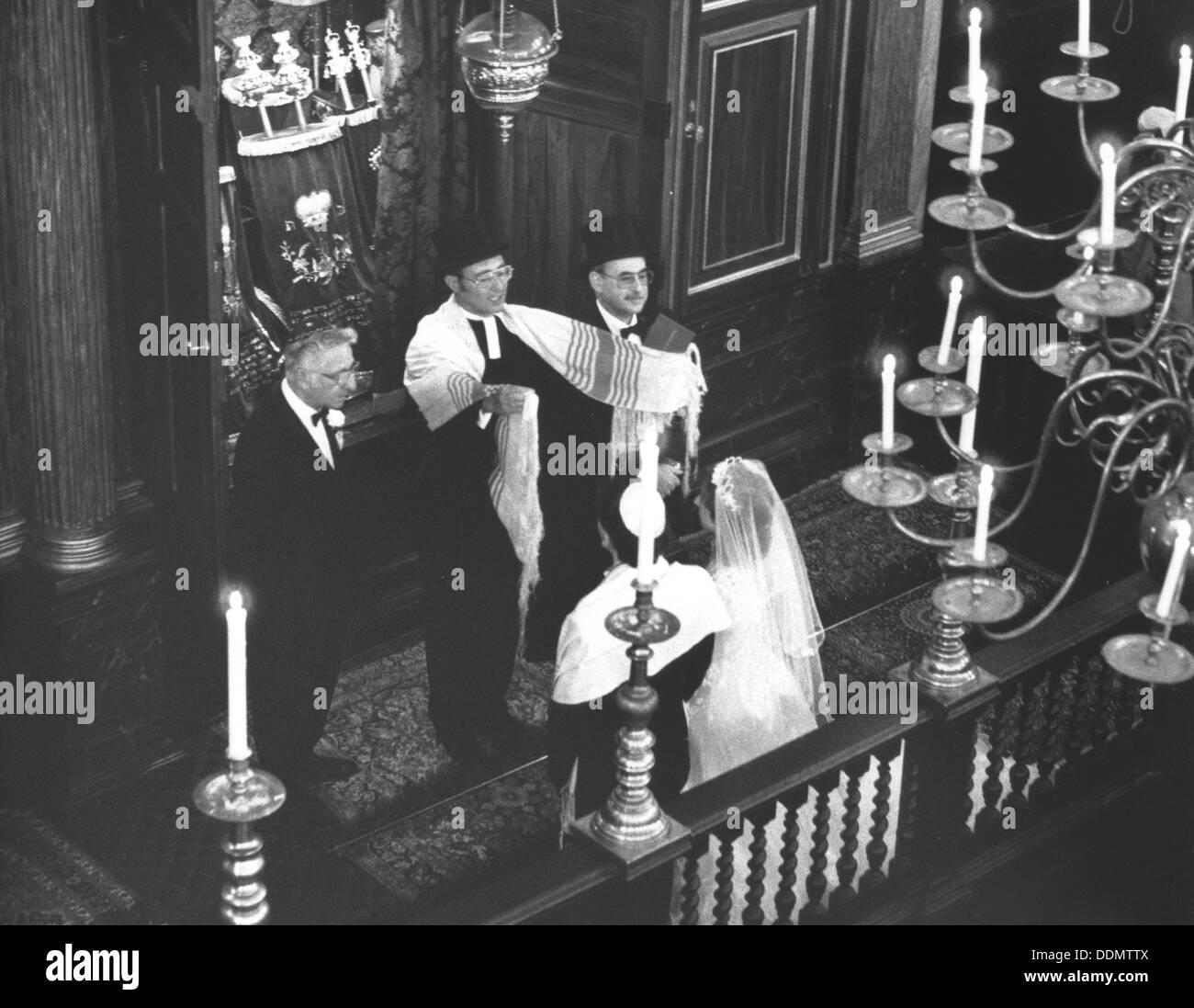 Jewish marriage ceremony, 1988. Artist: Sidney Harris - Stock Image