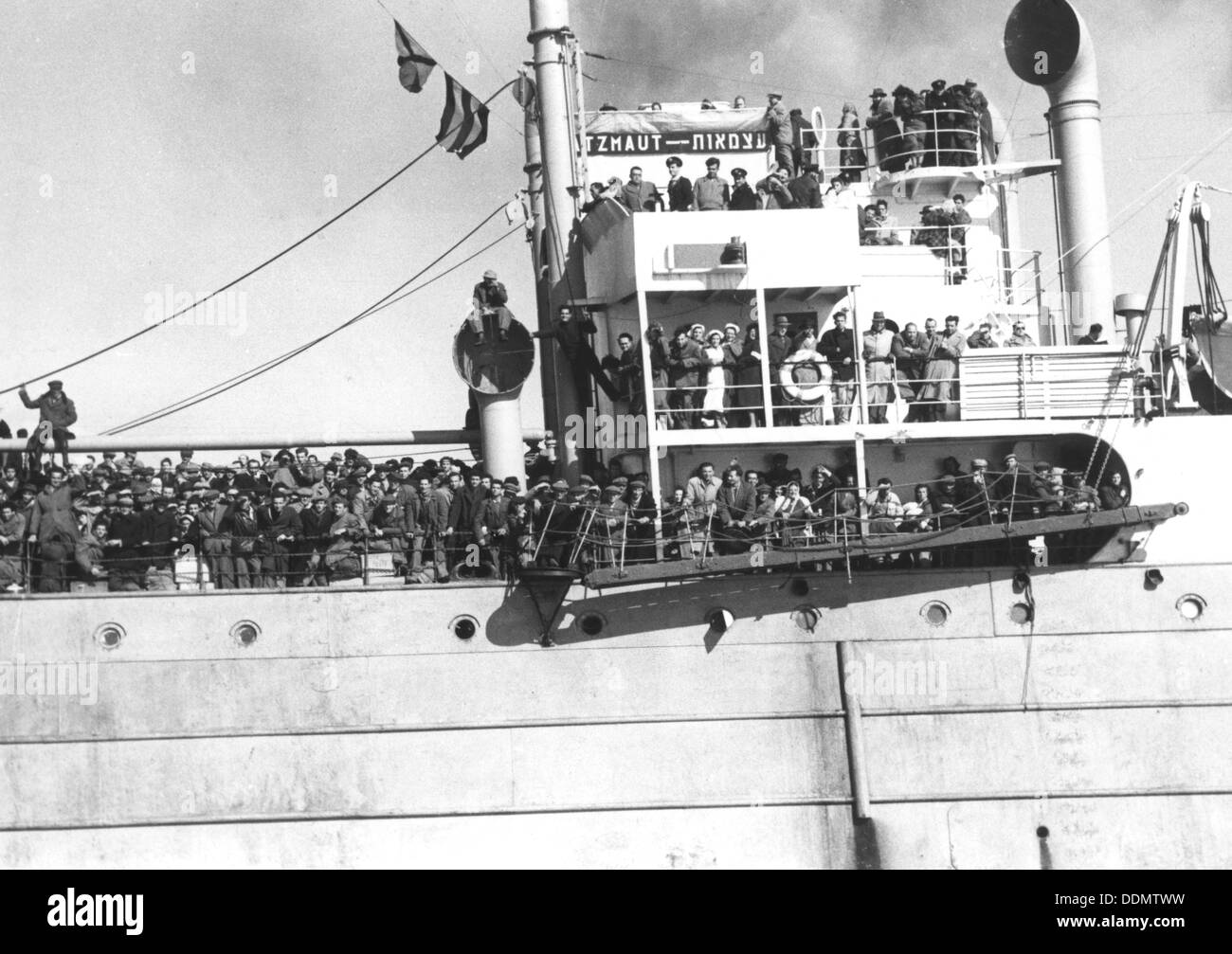 Jewish refugees aboard the 'Atzmaut', 1949. - Stock Image