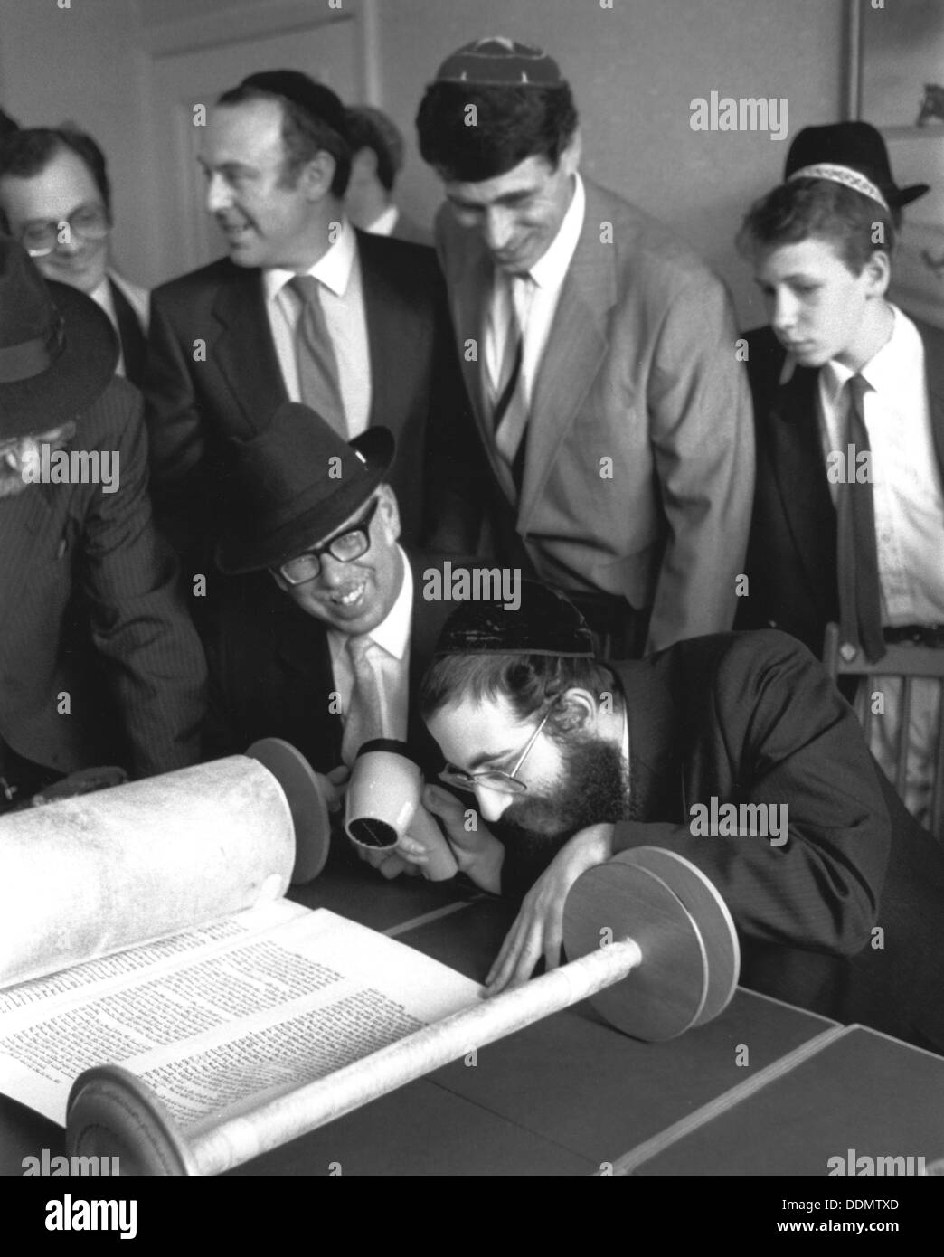 Opening of the new synagogue, Woodside Park, London, May 1988. Artist: Sidney Harris - Stock Image