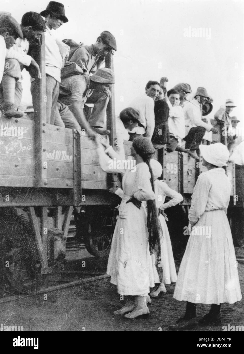 Members of the Jewish Legion bid farewell to their families, World War I, 1915-1918. - Stock Image
