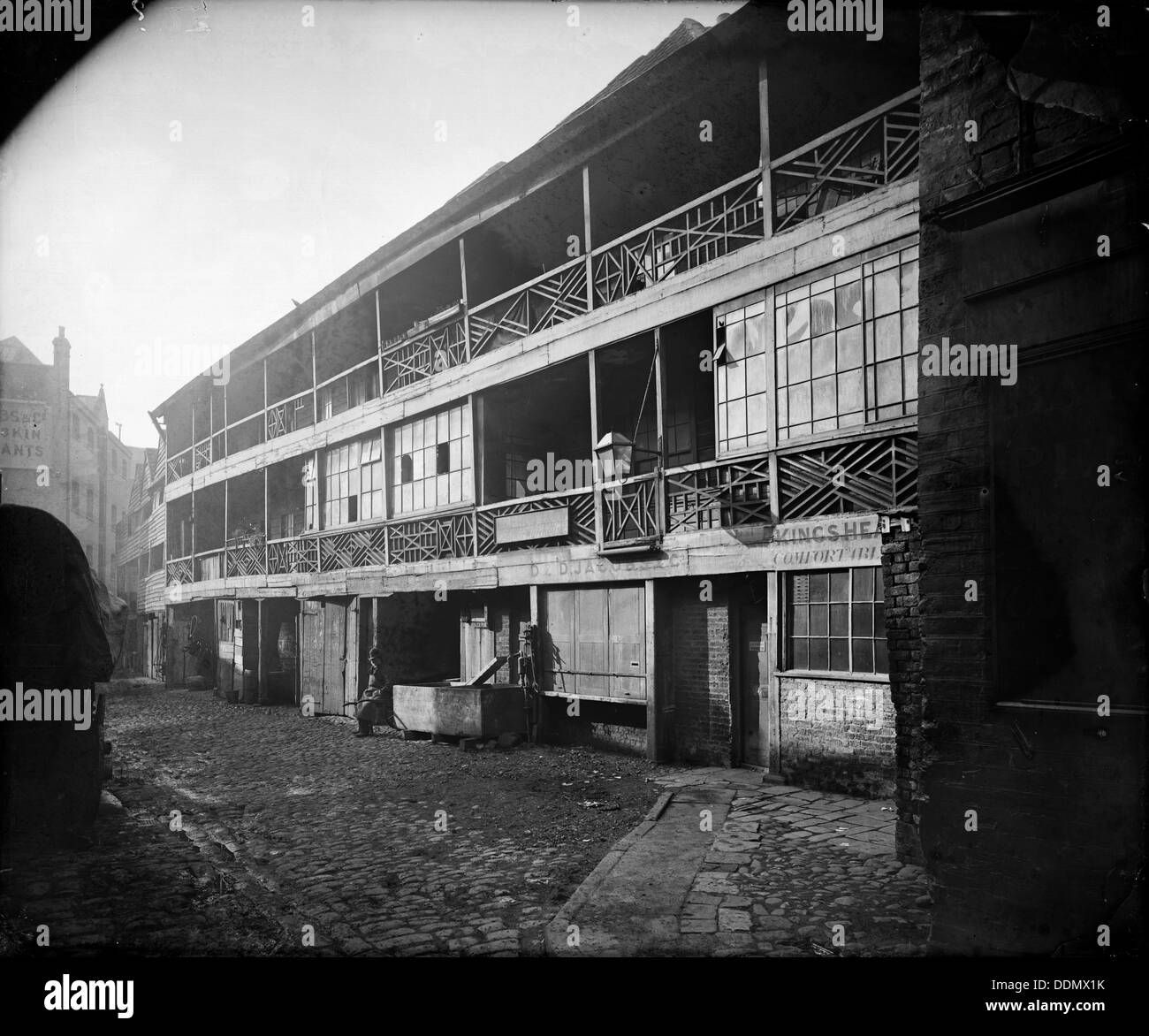 Exterior view of the King's Head, Borough High Street, Southwark, London, c1870. - Stock Image