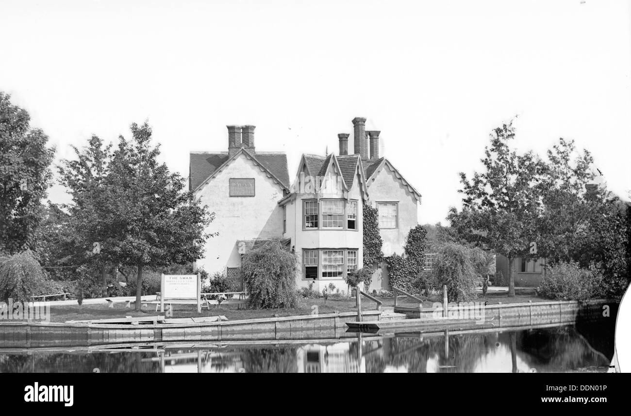 The Swan Inn, Littlemore, Oxfordshire standing on Rose Isle in the River Thames, c1860-c1922. Artist: Henry Taunt - Stock Image