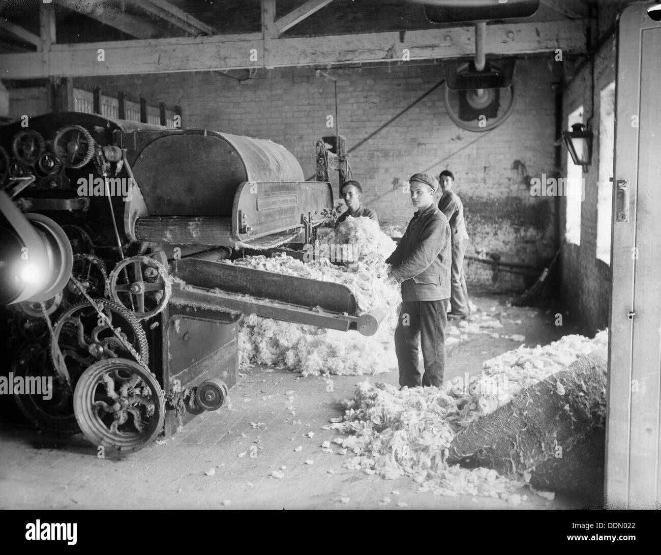 Workers at Earley's Blanket Factory, Witney, Oxfordshire, c1860-c1922. Artist: Henry Taunt - Stock Image