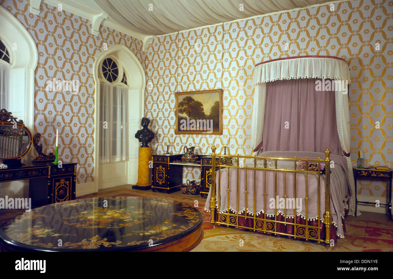 Queen Victoria's bedroom, Royal Pavilion, Brighton, East Sussex, 1960s. Artist: Eric de Maré - Stock Image