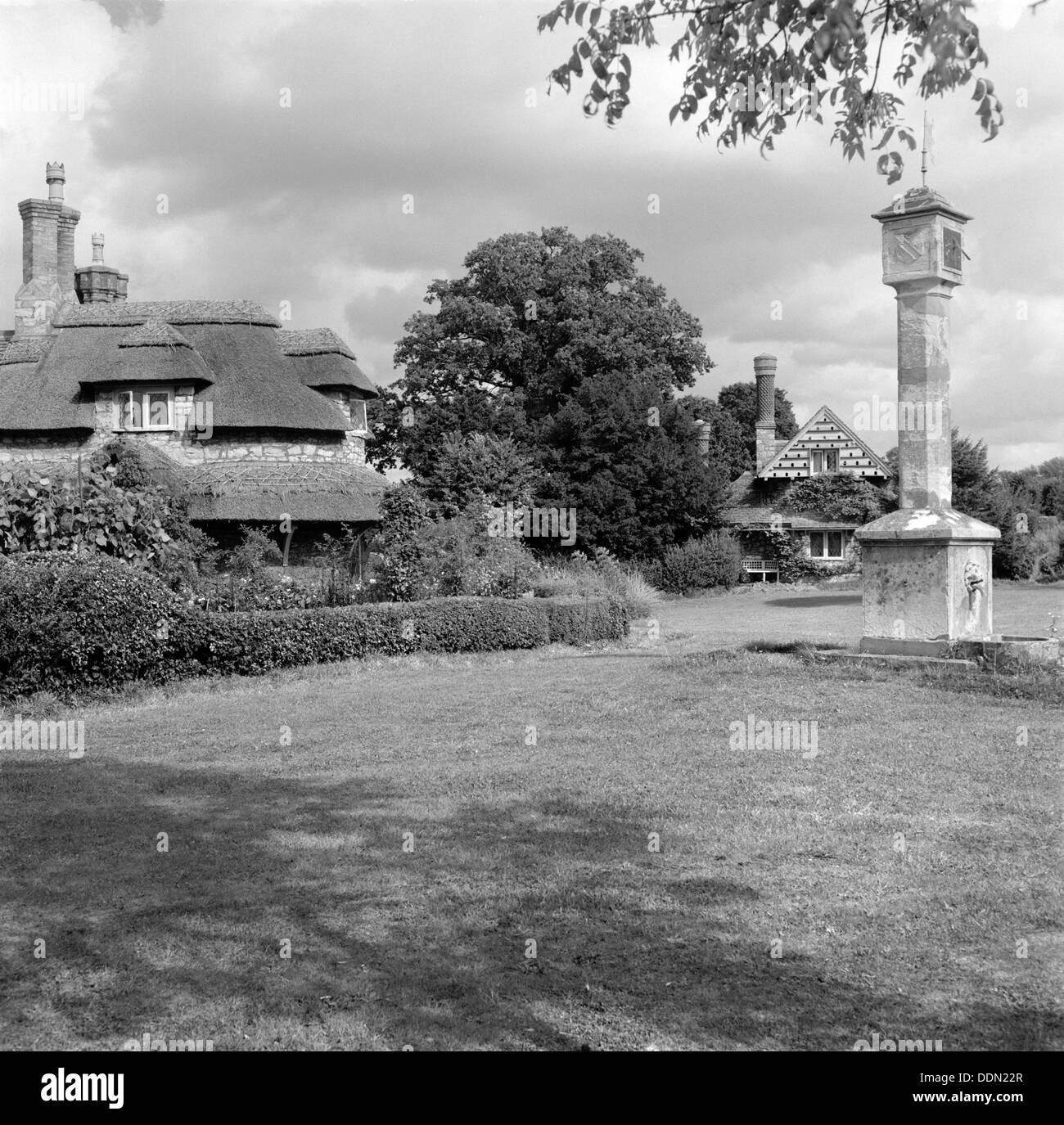 Sundial and cottages in Hallen Road, Blaise Hamlet, Henbury, Bristol, 1945. Artist: Eric de Maré - Stock Image