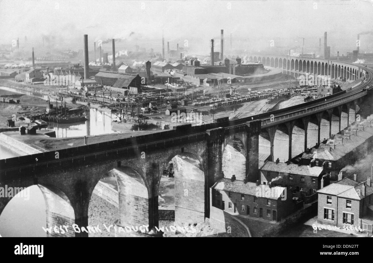 West Bank Viaduct, Widnes, Cheshire, c1920. Artist: HDE Rokeby - Stock Image