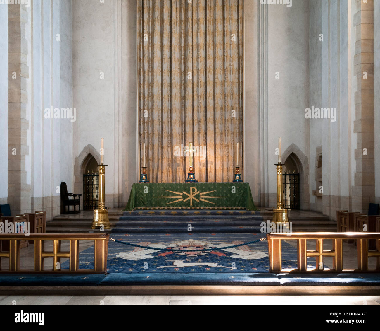 Guildford Cathedral, Guildford, United Kingdom. Architect: Sir Edward Maufe, 1961. Altar. Stock Photo