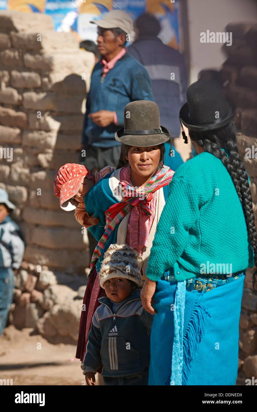 Quechua inhabitants of San Antonio de Lipez, Bolivia - Stock Image