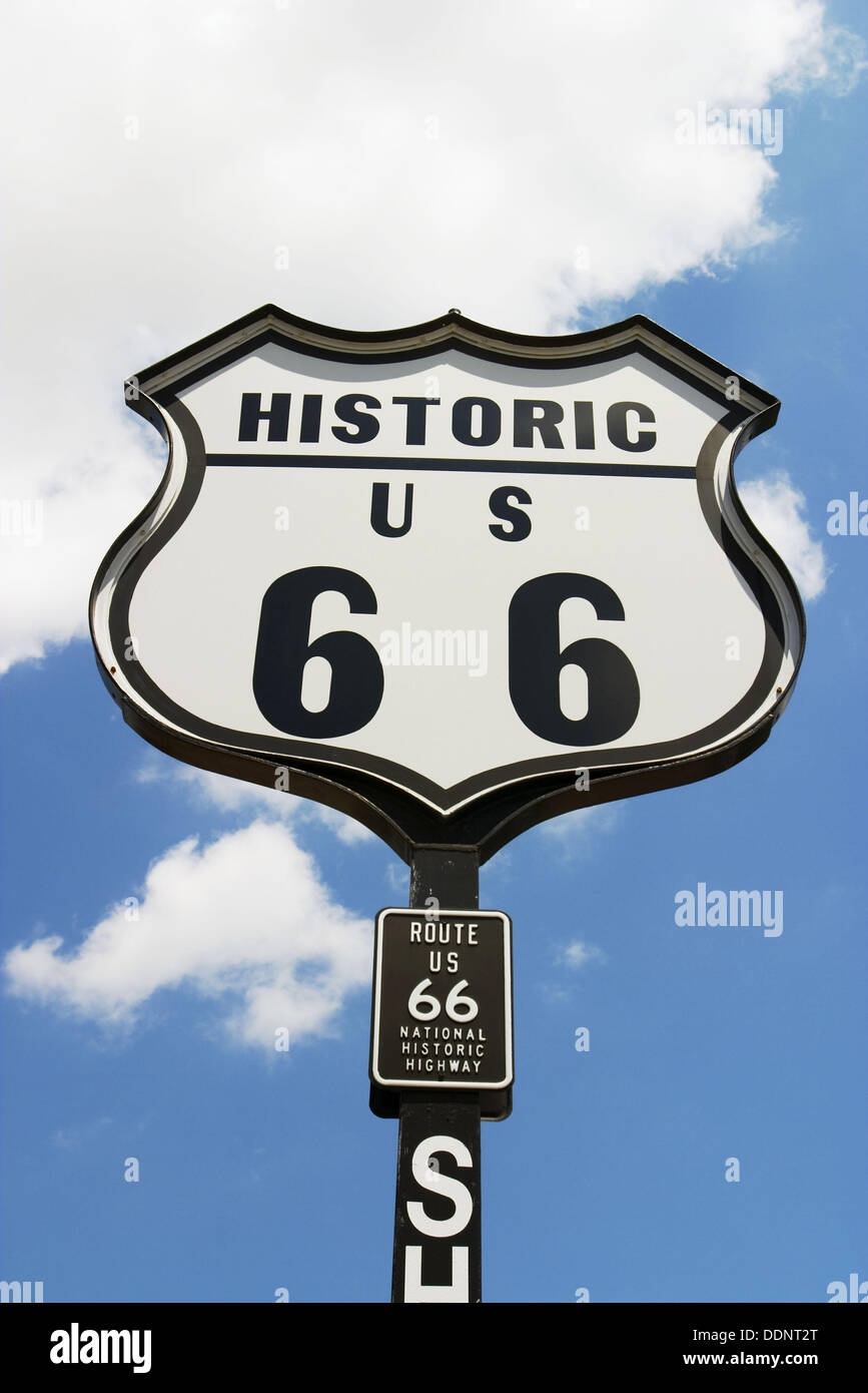 Historic Route 66 Highway sign at Bill Shea´s gas station along Route 66.  Springfield, Illinois, USA Stock Photo