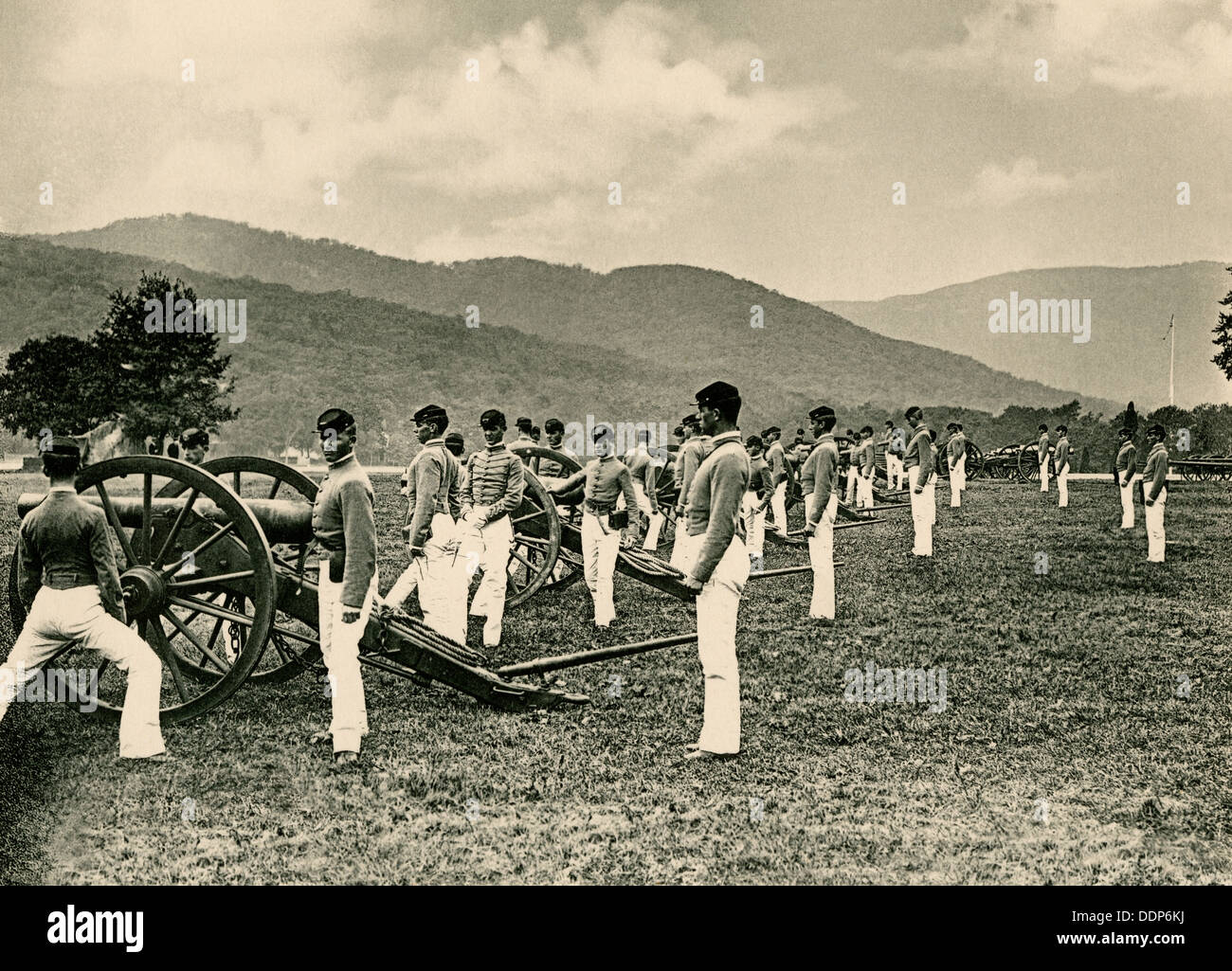Cadets at artillery practice, US Military Academy, 1890s. Photogravure - Stock Image