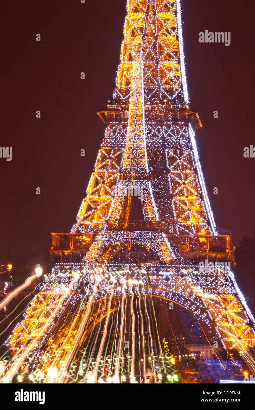 The eiffel tower in paris at night lit up - Stock Image