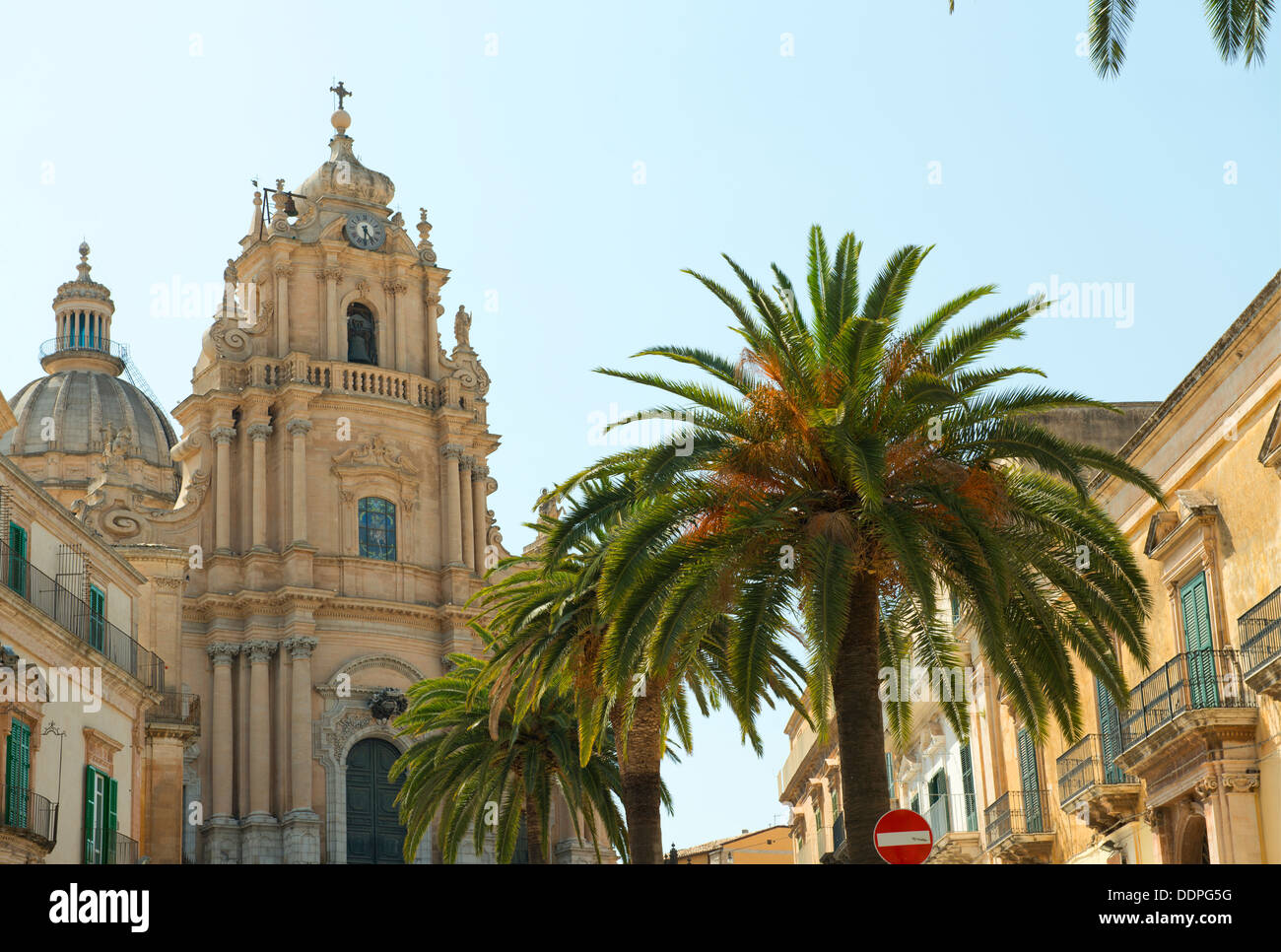 The Sicilian Baroque facade of the Cathedral of San Giorgio in Ragusa Ibla, Syracuse Province, Sicily, Italy - Stock Image