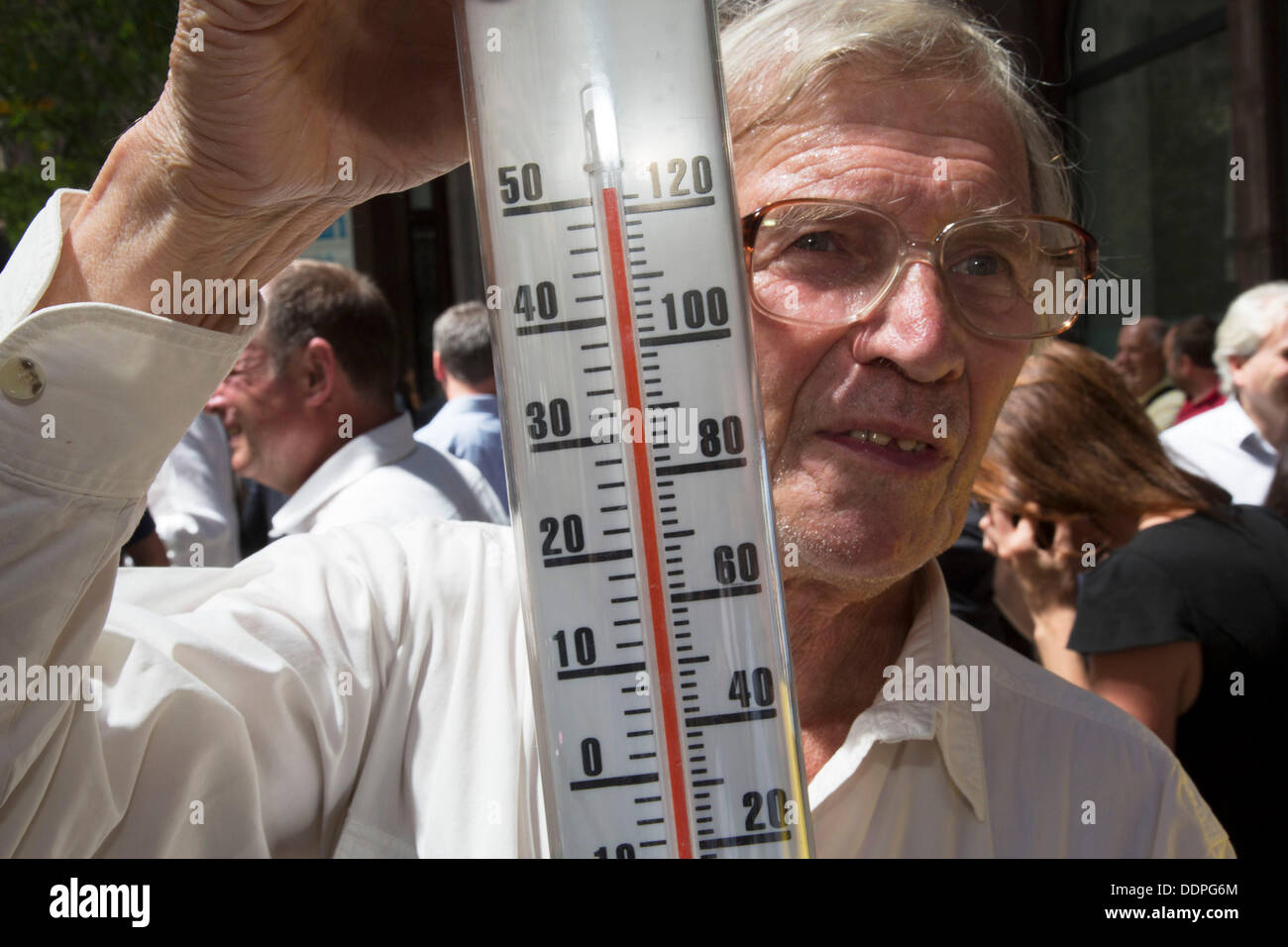 "London, UK. Thursday 5th September 2013. Man with a thermometer shows the temperature exceeding 50 degrees C, beyond the limit of his guage. Urgent action in planned to ""cover up"" the Walkie Talkie skyscraper in the City after sunlight reflected from the building melted a car on the streets below. Temperatures have been measured in excess of 50 degrees C, and as much as 70 degrees at it's peak. Credit:  Michael Kemp/Alamy Live News - Stock Image"