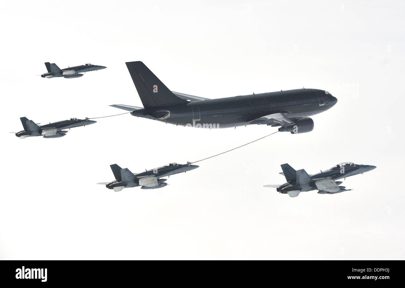A CC-150 Polaris Airbus from 437 Squadron in Trenton provides air-to-air refueling to CF-18 Hornet fighter aircraft Stock Photo