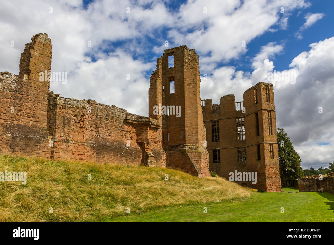The ruins of the State Apartments and Leicesters Building at Kenilworth Castle - Stock Image