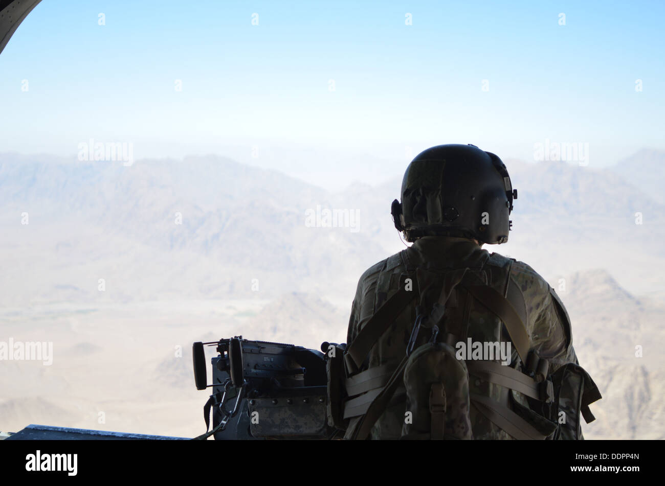CH-47 Chinook helicopter repairer with Company B, 2-238th Aviation, General Support Aviation Battalion (GSAB), watches for threa - Stock Image