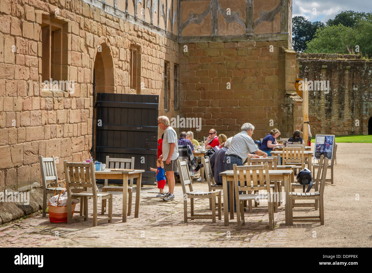 The Stables & Tearoom at Kenilworth Castle, Warwickshire, England. - Stock Image