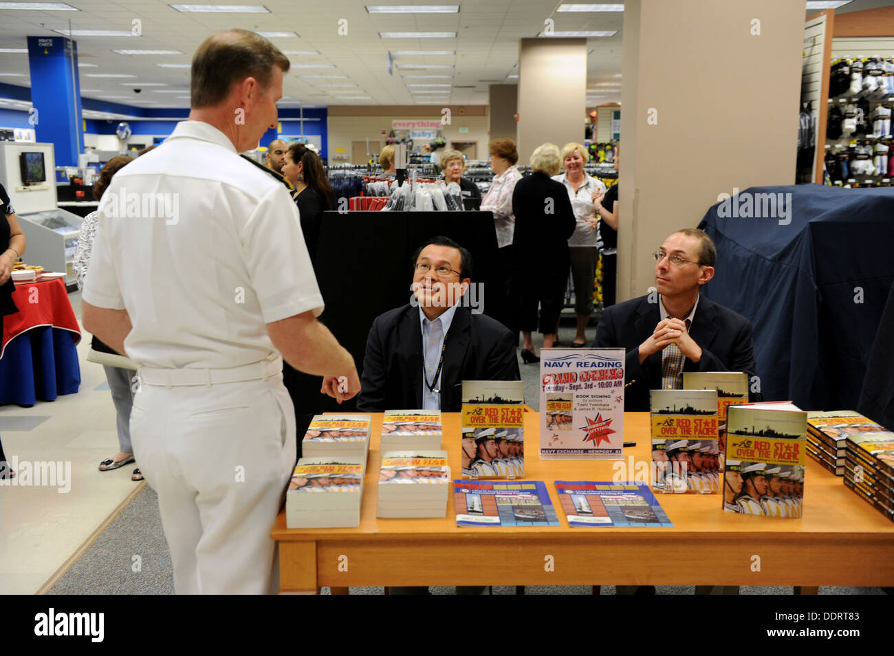 "Rear Adm. Walter E. ""Ted"" Carter Jr., president of U.S. Naval War College in Newport R.I., speaks with Toshi Yoshihara and Jame - Stock Image"